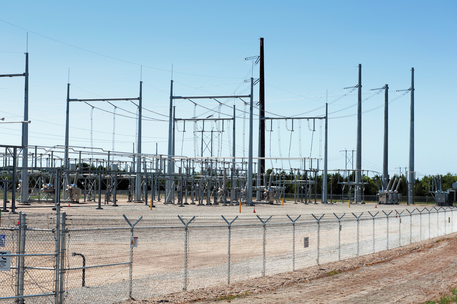 ITC Great Plains commissioned the Hugo-Valliant HVDC transmission line and substation project in Oklahoma.